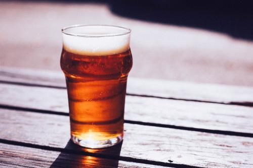 Det står en og førti øl